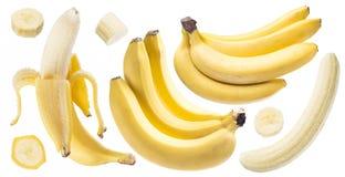Бананы и куски банана на белой предпосылке Стоковые Изображения RF