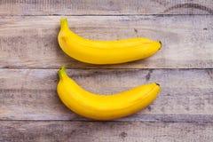 Бананы на древесине Стоковые Фото