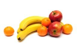 Бананы, яблоки и tangerines на белой предпосылке Стоковые Фотографии RF
