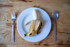 Банан на блюде Стоковое Фото