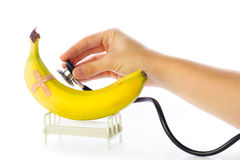 Банан получает внимательность в больничной койке Стоковое Изображение RF