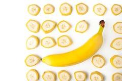 Банан с кусками банана на белой предпосылке Стоковая Фотография