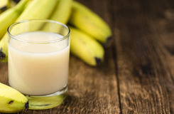 Банан с соком молока свежим стоковое изображение