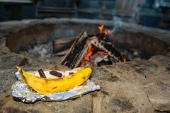 Банан Smores лагерного костера Стоковые Фотографии RF