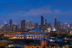 Бангкок и мост Rama 3 Здания небоскреба на Chao Phraya Стоковое фото RF