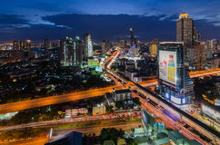 Бангкок на ноче с красивым облаком Стоковая Фотография