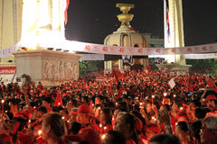 БАНГКОК - 10-ОЕ ДЕКАБРЯ: Красная демонстрация протеста рубашек - Таиланд Стоковые Фото