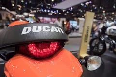БАНГКОК - 10-ое декабря: Встряхиватель Ducati на дисплее на моторе Exp Стоковые Изображения RF