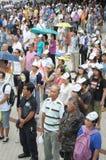 Бангкок/Таиланд - 06 23 2013: Желтые рубашки, под названием белых маск, занимают искусства Бангкока и центр культуры Стоковая Фотография
