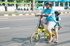 Бангкок, ТАИЛАНД, 16-ое августа - 2015: Велосипед для мамы Стоковые Изображения RF