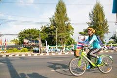Бангкок, ТАИЛАНД, 16-ое августа - 2015: Велосипед для мамы Стоковое Изображение
