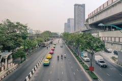 Бангкок, Таиланд - 16-ое апреля 2018: Взгляд улицы самого популярного торгового района в рынке Jatujak , Челка рынка Chatuchak стоковая фотография