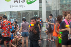 БАНГКОК, ТАИЛАНД - 15-ОЕ АПРЕЛЯ 2014: Неопознанная играя вода i Стоковые Изображения