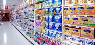 БАНГКОК, ТАИЛАНД - 8-ОЕ АПРЕЛЯ: Re междурядья 4 супермаркета Foodland стоковое изображение rf