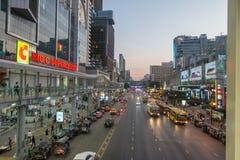 БАНГКОК, ТАИЛАНД - 24-ое декабря 2017: Большой supercenter c, в противоположности центрального мира, на дороге Ratchadamri Стоковые Фото