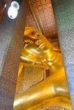 БАНГКОК, ТАИЛАНД - 29-ОЕ ДЕКАБРЯ 2012: возлежа Будда в Wat p Стоковые Фото