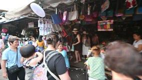 Бангкок, Таиланд - 22-ое декабря 2018: Рынок выходных Chatuchak или Jatujak популярное туристское назначение открытое в субботу сток-видео