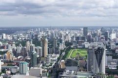 БАНГКОК, ТАИЛАНД - 13-ОЕ ИЮЛЯ: Взгляд сверху здания Bai-Yok2 то Стоковое Изображение RF