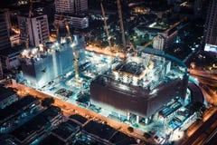 Бангкок, Таиланд - 5-ое марта 2018: Строительная площадка проекта мола торгового центра или общины в Бангкоке, Таиланде город осв стоковые фото