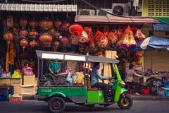 Бангкок - Таиланд, 21-ое марта 2018: Tuktuk в Чайна-тауне, специальном корабле, который нужно двинуть в Таиланд для туризма стоковые изображения rf