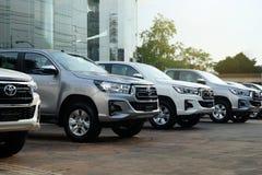 Бангкок, Таиланд - 13-ое мая 2018: Строка новых грузовых пикапов для продажи, Тойота Hilux Revo 2018 стоковое фото