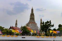 Бангкок, Таиланд - 18-ое мая 2019: Wat Arun, по месту известное как Wat Chaeng, расположено на западный банк Thonburi Chao Phray стоковые изображения rf