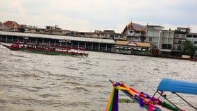 БАНГКОК, ТАИЛАНД - 15-ое ноября 2017: Взгляд Chao Рекы Phraya и города видеоматериал
