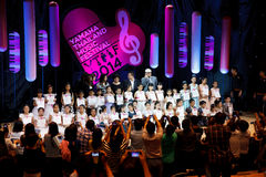 БАНГКОК, ТАИЛАНД - 10-ОЕ НОЯБРЯ: Неопознанные дети выполняют durin Стоковое Изображение RF