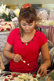 БАНГКОК, ТАИЛАНД: 12-ое октября: Девушка делая буддиста Стоковое фото RF