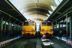 БАНГКОК, ТАИЛАНД - 30-ое октября 2018: Желтое locomotiv двигателя дизеля стоковые изображения rf