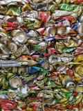 Бангкок, Таиланд - 20-ое сентября 2018: куча старых алюминиевых консервных банок напитка подготавливает для повторно использует стоковое изображение