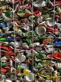 Бангкок, Таиланд - 20-ое сентября 2018: куча старых алюминиевых консервных банок напитка подготавливает для повторно использует стоковая фотография