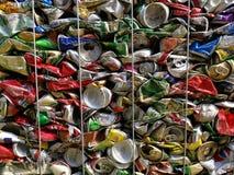 Бангкок, Таиланд - 20-ое сентября 2018: куча старых алюминиевых консервных банок напитка подготавливает для повторно использует стоковое фото rf
