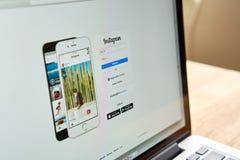 Бангкок, Таиланд - 6-ое сентября 2017: Применение Instagram экрана выставки компьтер-книжки Instagram фото деля app для smartphon Стоковая Фотография