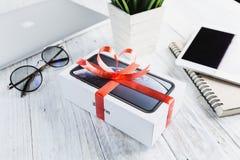Бангкок, Таиланд - 29-ое января 2019: iphone XR в подарочной коробке на таблице, iphone XR изготовлено яблоком inc стоковые изображения rf