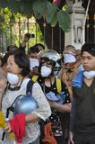 Бангкок/Таиланд - 12 02 2013: Протестующие riot и принимают столичный HQ дома полиции Стоковое Фото