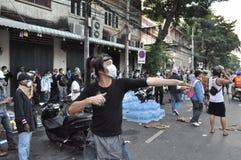 Бангкок/Таиланд - 12 02 2013: Протестующие riot и принимают столичный HQ дома полиции Стоковая Фотография RF