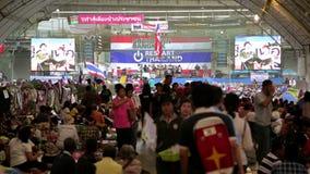 БАНГКОК, ТАИЛАНД - ФЕВРАЛЬ 2014: Протесты выключения Бангкока видеоматериал