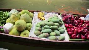 БАНГКОК, ТАИЛАНД - ФЕВРАЛЬ 2014: люди на плавая рынке сток-видео
