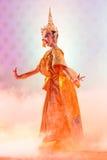 БАНГКОК, ТАИЛАНД - 15-ОЕ ЯНВАРЯ: Тайское традиционное платье. актеры p Стоковое фото RF