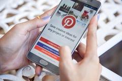 Бангкок, Таиланд - 12,2017 -го февраль: Применение Pinterest на th Стоковое Изображение
