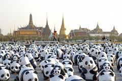 Бангкок, Таиланд - 4-ое марта 2016: Выставка выставки путешествия мира 1.600 скульптур панды бумаги-mache на королевской площади Стоковое фото RF