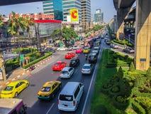 Бангкок, Таиланд - 14-ое марта 2017: Транспортный поток на улице i Стоковое Фото