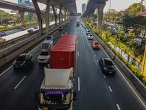 Бангкок, Таиланд - 14-ое марта 2017: Транспортный поток на улице i Стоковое фото RF
