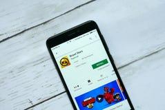 БАНДАР-СЕРИ-БЕГАВАН, БРУНЕЙ - 21-ОЕ ЯНВАРЯ 2019: Применение звезд потасовки на магазине игры Google андроида стоковое изображение rf