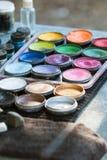 Банки красок масла на станции картины стороны масленицы Стоковое фото RF