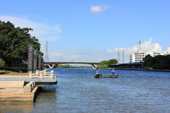 Банки пейзажа реки Стоковое фото RF