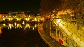 Банки реки Тибра в Риме - красивого места в Риме стоковое фото rf