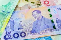 Банкнота 500 батов тайская, коммеморативные банкноты в памяти последнего короля Bhumibol Adulyadej, фокуса на короле Стоковые Фотографии RF