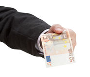 Банкнота евро 50 в мужском конце руки вверх Стоковые Изображения RF